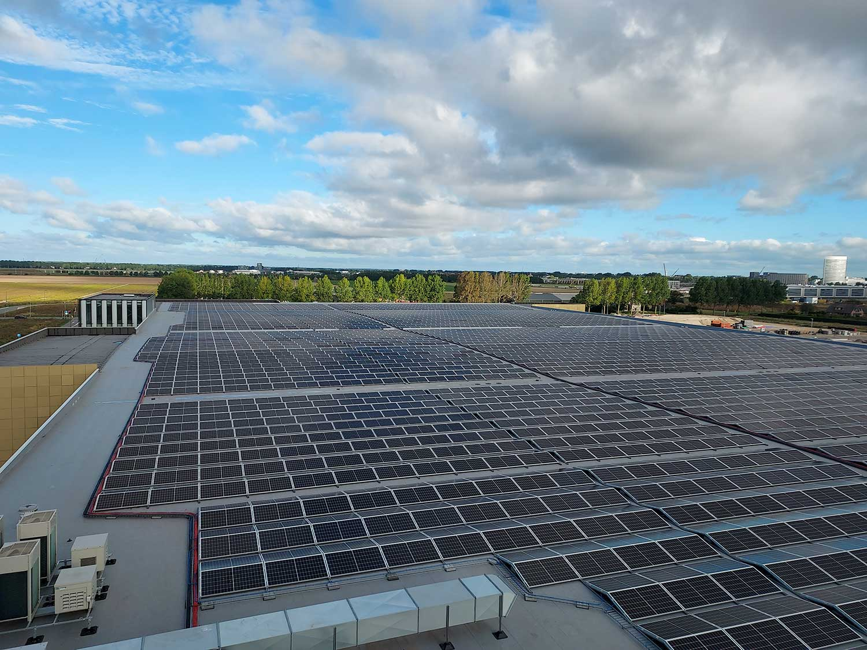 Luchthaven-Schiphol-Industrie-MR-Solar-Zonnepanelen-In-de-Kijker